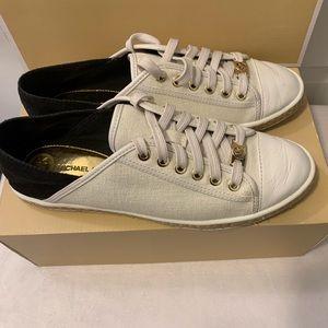 Michael Kors Fashion Slides Size 8